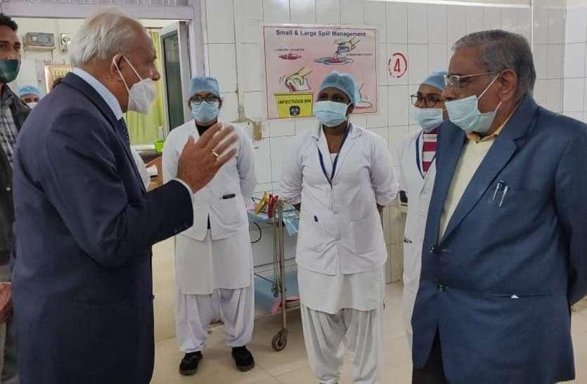 कायाकल्प की टीम ने किया जिला अस्पताल का निरीक्षण