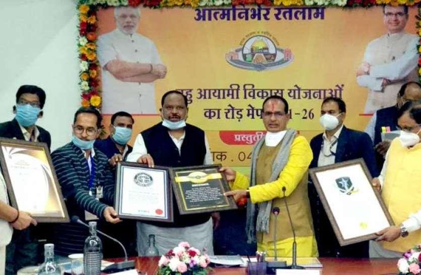 मुख्यमंत्री ने 2554 करोड़ की लागत का पंचवर्षीय रोड मैप किया पेश