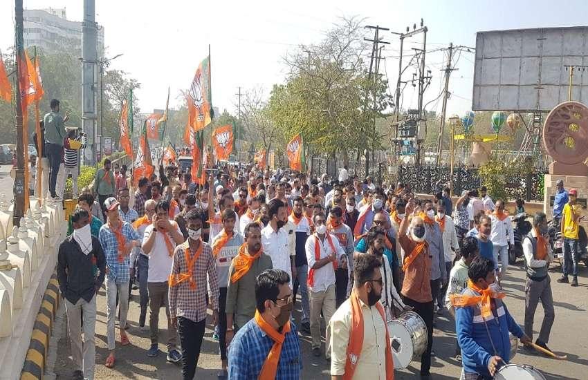 Ahmedabad  News : भाजपा उम्मीदवारों ने विजय मुहूर्त में दाखिल किया पर्चा