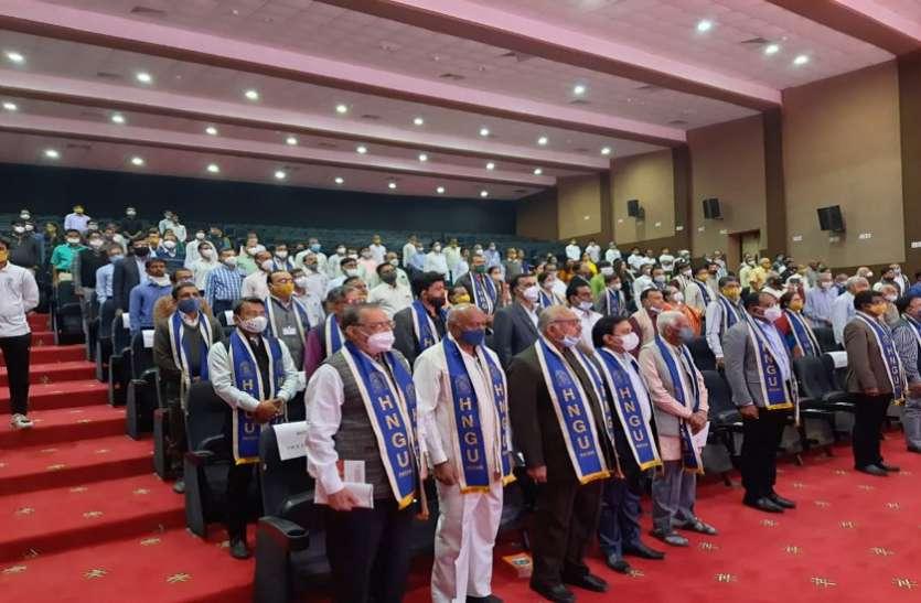 Ahmedabad : 109 विद्यार्थियों को स्वर्ण जडि़त पदक