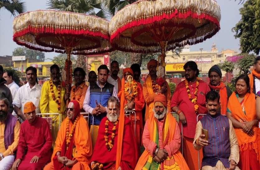 राम राज्य की स्थापना के लिए तमिलनाडु से छतरी यात्रा लेकर अयोध्या पहुंचे राम भक्त