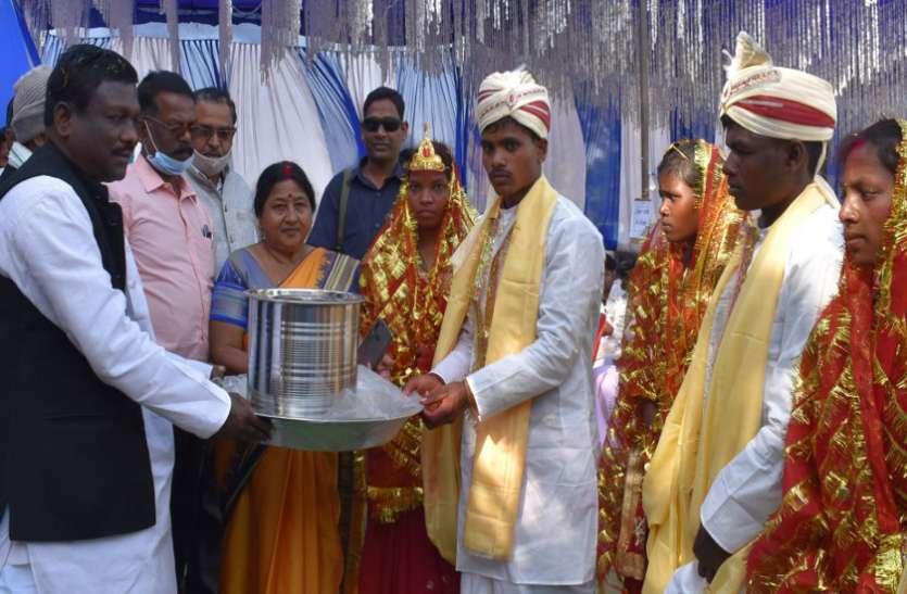 57 जोड़ों की हुई शादी, विधायक बोले- रीति-रिवाजों व परम्पराओं का करें सम्मान, कुरीतियां को दूर करने में निभाएं भूमिका