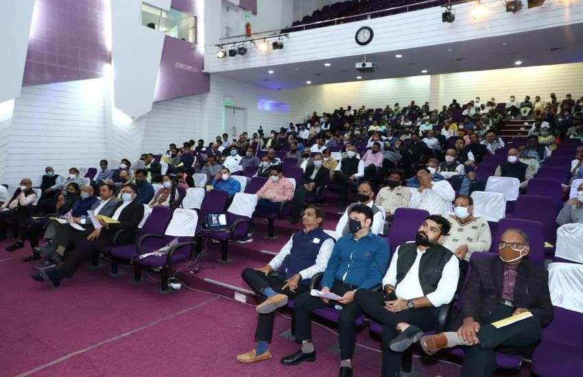 सेमिनार के दौरान मौजूद इंदौर सीए शाखा व टैक्स प्रैक्टिशनर्स एसोसिएशन इंदौर के मेंबर्स।