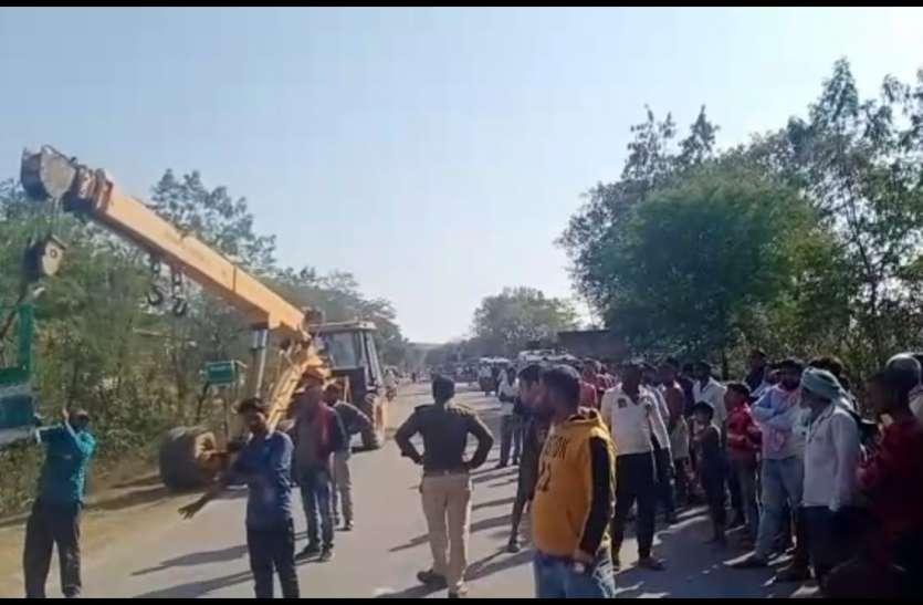 मध्य प्रदेश के पिपराही घाटी में बस-ट्रक में जोरदार भिड़ंत, नगर सैनिक समेत तीन यात्रियों की मौत