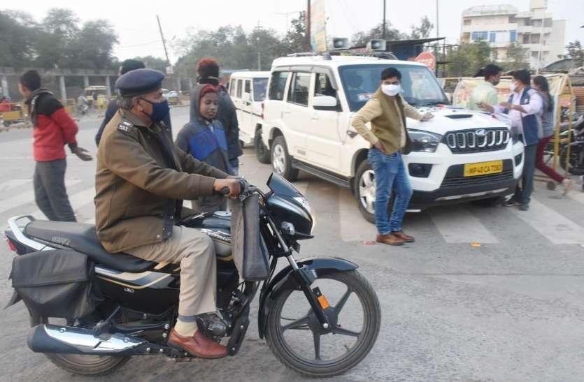जब परिवहन अधिकारी ने काट दी ट्रेफिककर्मी की रसीद