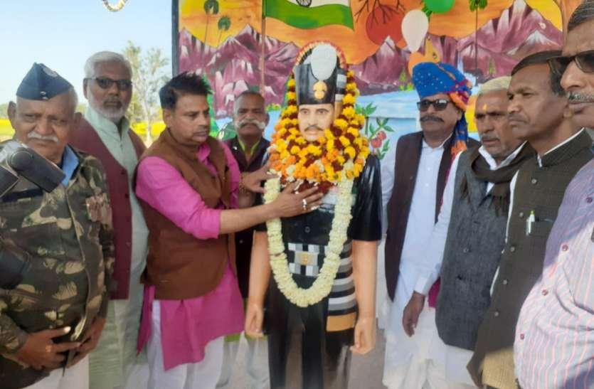 पावटा में शहीद रामनरेश गुर्जर की मूर्ति का अनावरण