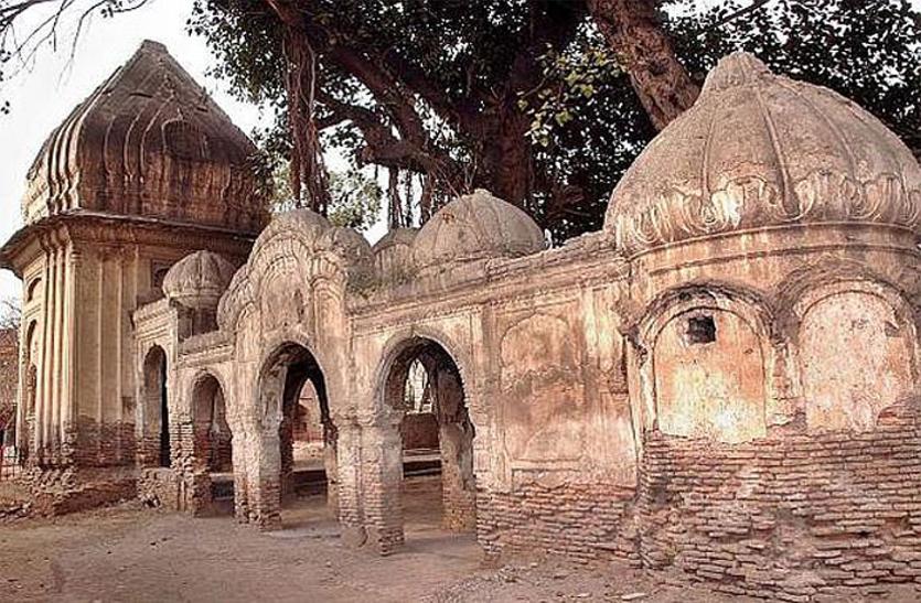 रिपोर्ट: पाकिस्तान में ज्यादातर हिंदू मंदिर खस्ताहाल, ध्यान नहीं दे रही सरकार