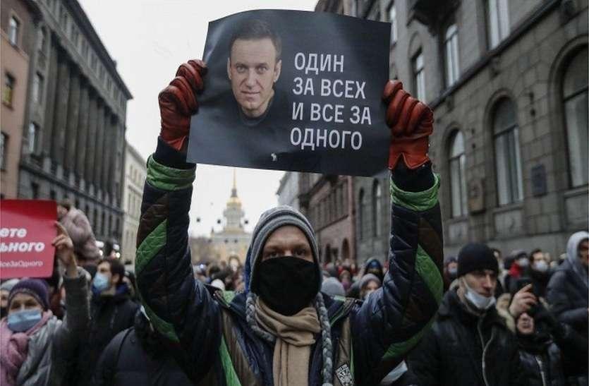 RUSSIA PROTEST : दो दशक से सत्ता में बैठे रूसी राष्ट्रपति पुतिन के लिए खतरे की घंटी