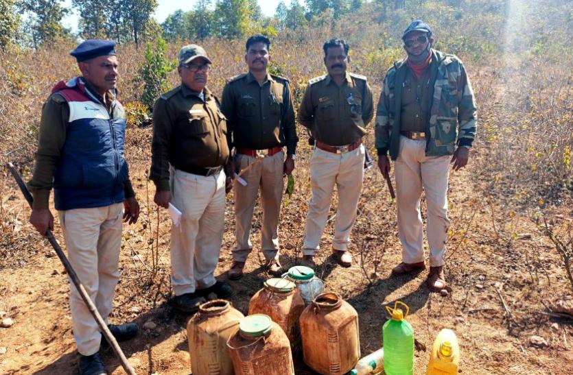 आबकारी विभाग की कार्रवाई : अवैध शराब का जखीरा जब्त, भारी मात्रा में महुआ लाहन भी किया नष्ट