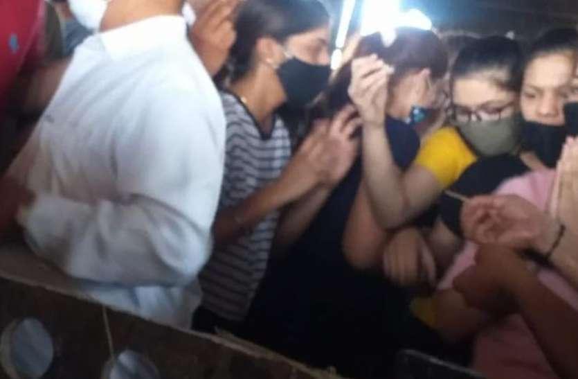 SURAT NEWS: पिता के अग्नि संस्कार में नौ बेटियों की रही मौजूदगी