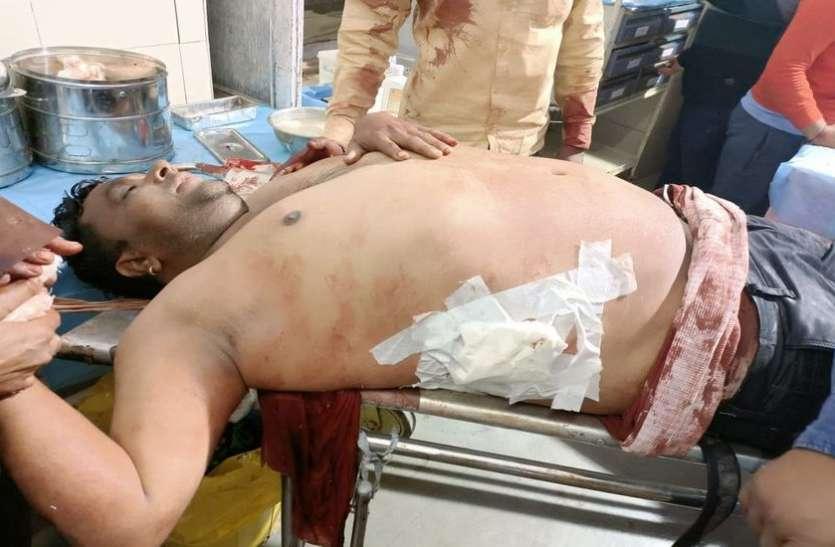 मायापुरी कॉलोनी में प्लाट पर निर्माण को लेकर विवाद पिता-पुत्रों को चाकू मारे