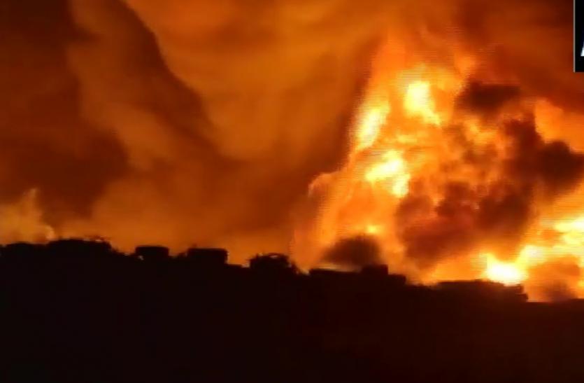 Maharashtra : मुबई के एक गोदाम में लगी आग, 4 घायल