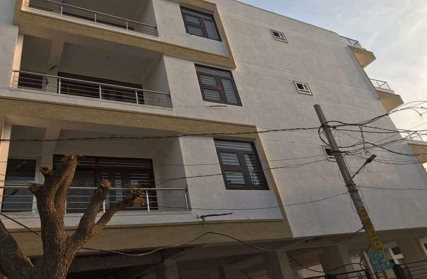 सैटबैक में अवैध निर्माण करने पर पांच मंजिला व्यावसायिक इमारत सील