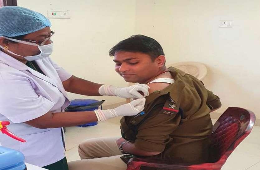 द्वितीय चरण के कोरोना टीका की शुरुआत, 7200 फ्रंटलाइन वर्करों के बाद 397 पुलिस कर्मियों को लगा टीका