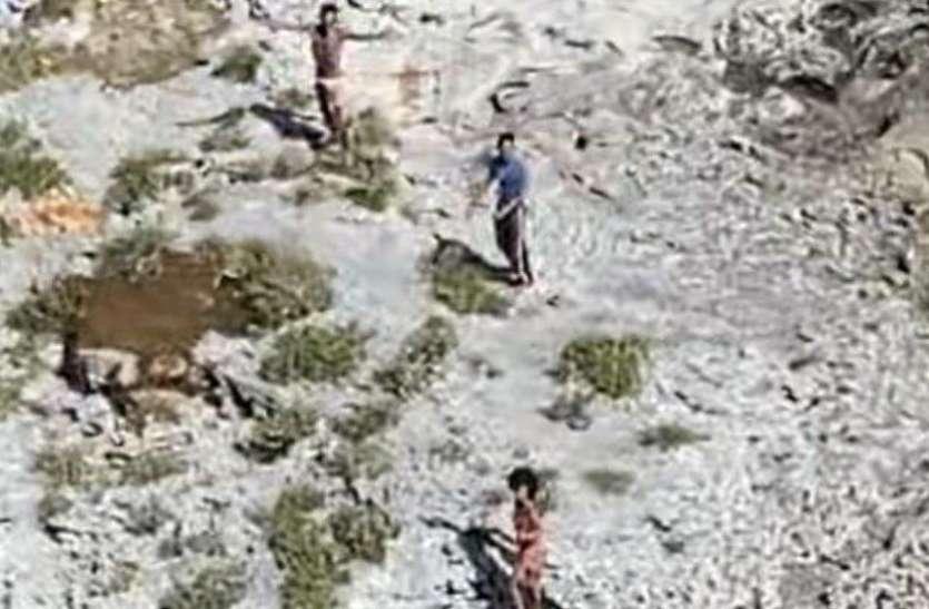 Image result for 33 दिन से नारियल और चूहे खाकर जिंदा थे आइलैंड पर फंसे 3 लोग, कोस्ट गार्ड ने बचाई जान