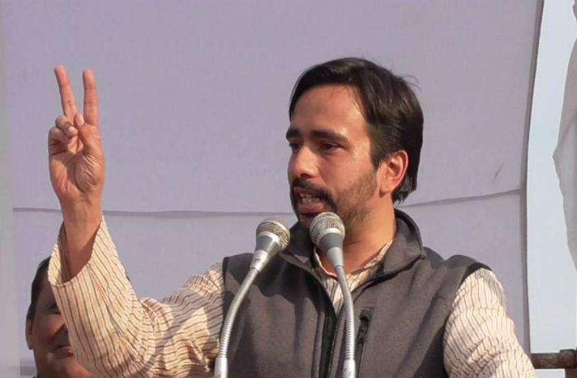 अलीगढ़ महापंचायत: जयंत चौधरी का CM Yogi पर जुबानी हमला, बोले- बाबा बताएं कहां देनी है गिरफ्तारी