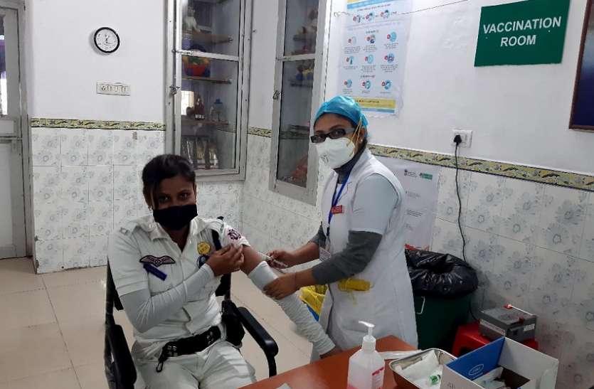 ER'S B R SINGH HOSPITAL--  कोलकाता पुलिस के फ्रंटलाइन कर्मचारियों के लिए शुरू हुआ टीकाकरण