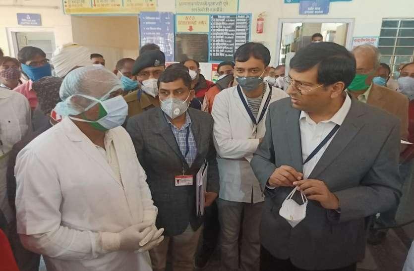 संभागीय आयुक्त डॉ. समित शर्मा का औचक निरीक्षण: कोई कर रहा था चुपके से हाजिरी तो किसी ने बनाया गाड़ी खराब होने का बहाना