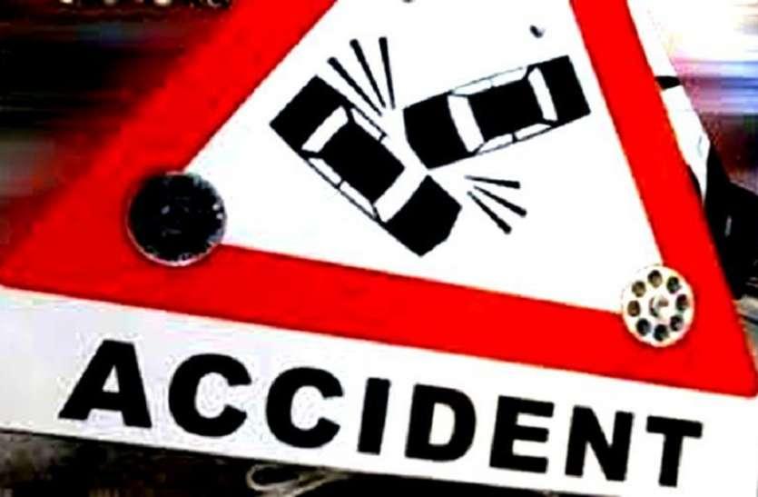 चालक को बोला गाड़ी धीमी चलाओ, मगर नहीं माना और पत्थर से टकराकर पलट गई