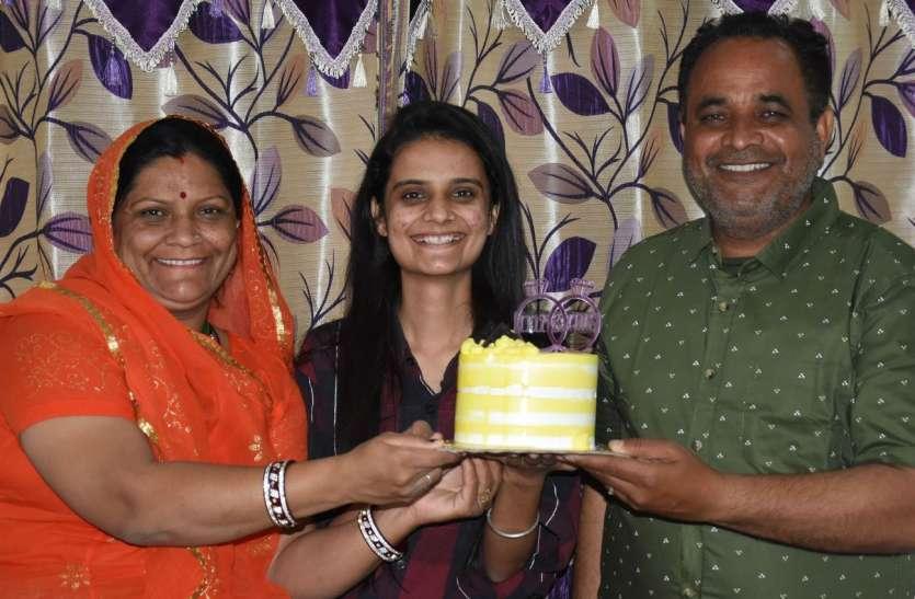 लॉकडाउन में सीखा केक बनाना, अब ऑनलाइन दूसरी महिलाओं को सीखा रही