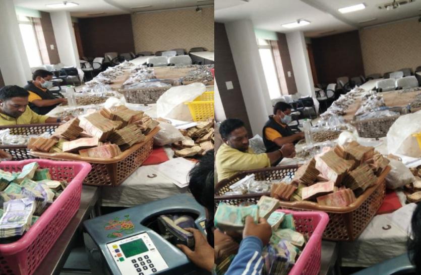 खजराना: तीन दिनों से जारी है नोटों की गितनी, दानपेटियों से अब तक मिली इतनी रकम