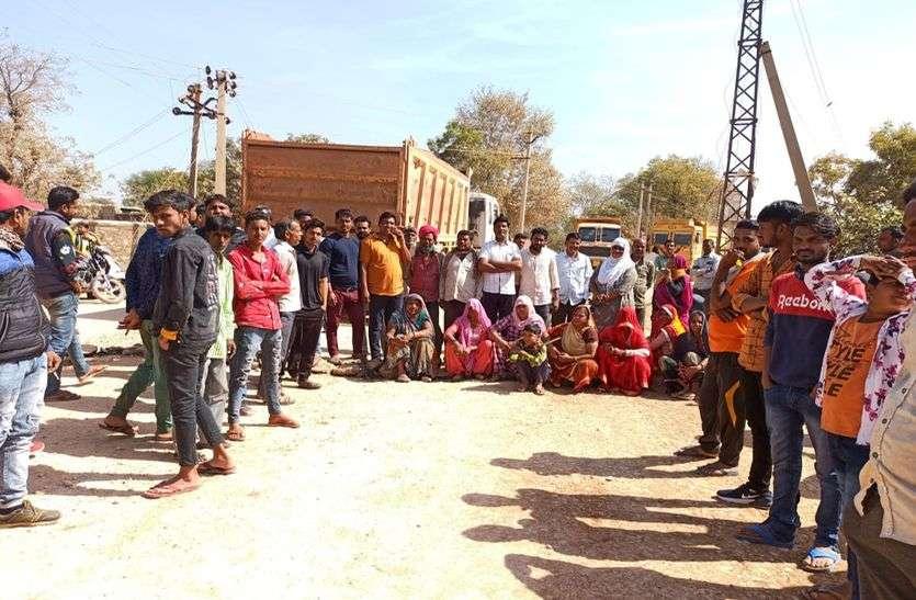 सावा में खराब रोड से परेशान ग्रामीणों ने भदेसर से शंभूपुरा रोड किया जाम
