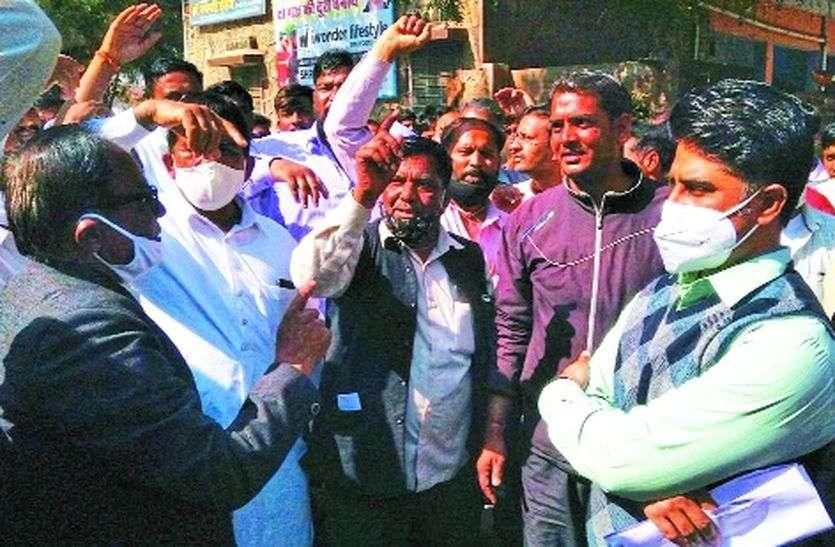 भाजपा के पूर्व विधायक बोले, ईओ को जनता का नौकर बनकर करना होगा काम