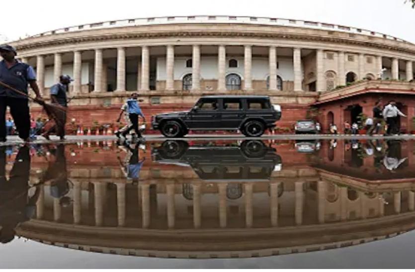 संसद की रक्षा समिति के अध्यक्ष ने राहुल गांधी को घेरा, कहा - एक तो मीटिंग में आते नहीं, आ गए तो एजेंडा पर नहीं करते बात