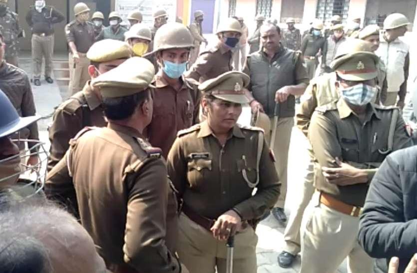 हिरासत में युवक की मौत, गुस्साए ग्रामीणों ने पुलिस पर किया पथराव