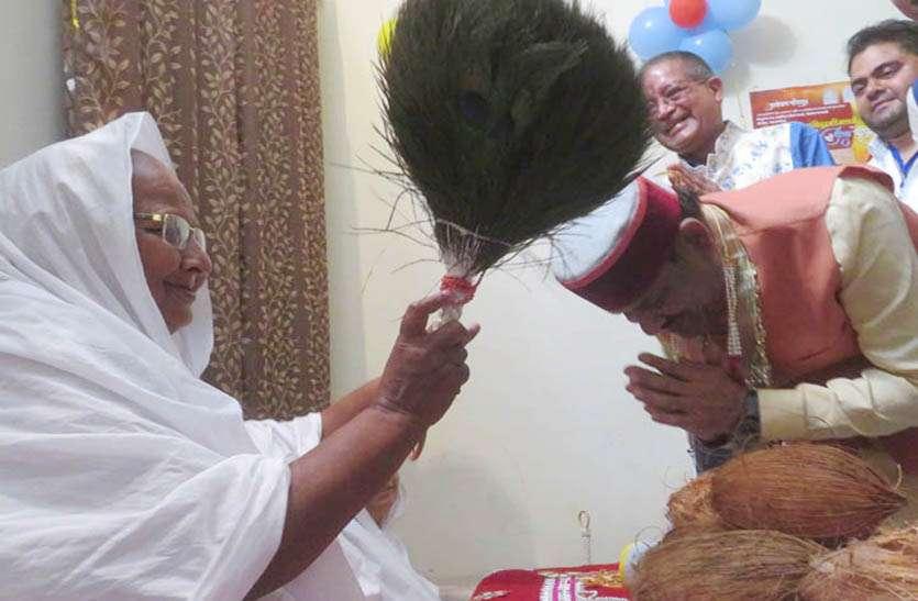लोकसभा अध्यक्ष ओम बिरला ने टोंक में गणिनी आर्यिका विशुद्धमति से लिया आर्शिवाद