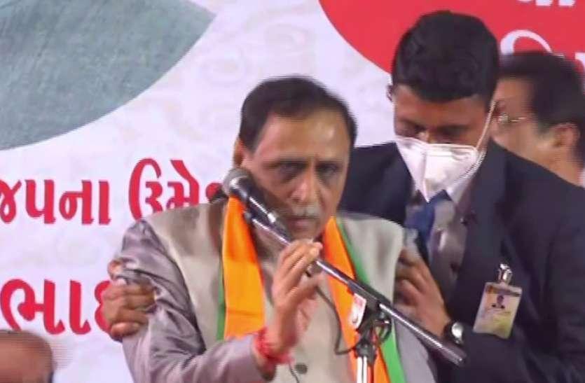 गुजरात के मुख्यमंत्री विजय रूपाणी Corona Positive, मंच पर बेहोश होने के बाद अस्पताल में किया था भर्ती