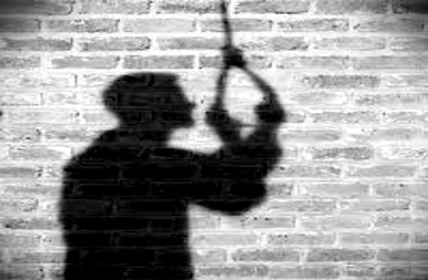 कवर्धा जेल में विचाराधीन कैदी ने फांसी लगाकर आत्महत्या की, डंडे से पीट-पीटकर पत्नी को उतारा था मौत के घाट