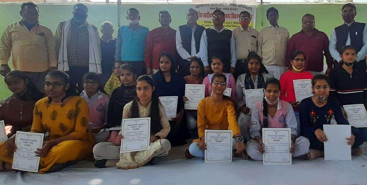 पढाई से चढ़े सफलता के सोपान, बेटियां बढ़ा रही देश का सम्मान