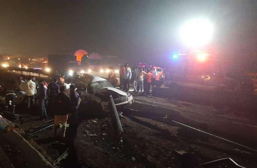 मुंबई-पुणे एक्सप्रेसवे पर कई वाहनों के बीच टक्कर, पांच लोगों की मौत