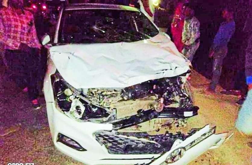 तेज रफ्तार कार ने सडक़ किनारे बैठीं 15 गायों को रौंदा, सात की मौत