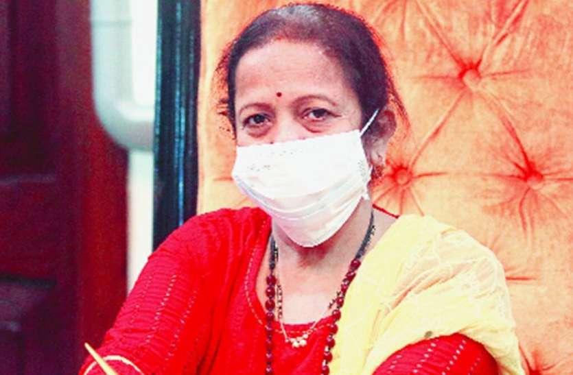 कोरोना वायरस के बढ़ते मामलों को लेकर BMC परेशान, आम जनता के बीच पहुंची मुंबई की मेयर