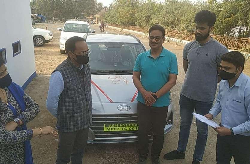 मेले में पहले दिन हुए 48 वाहनों के रजिस्ट्रेशन, उज्जैन की साहिबा ने खरीदी पहली गाड़ी