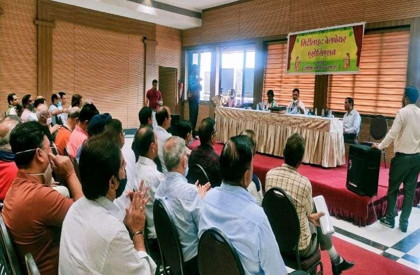 Surat Election/ मतदाताओं के सवालों से प्रत्याशियों के छूटे पसीने