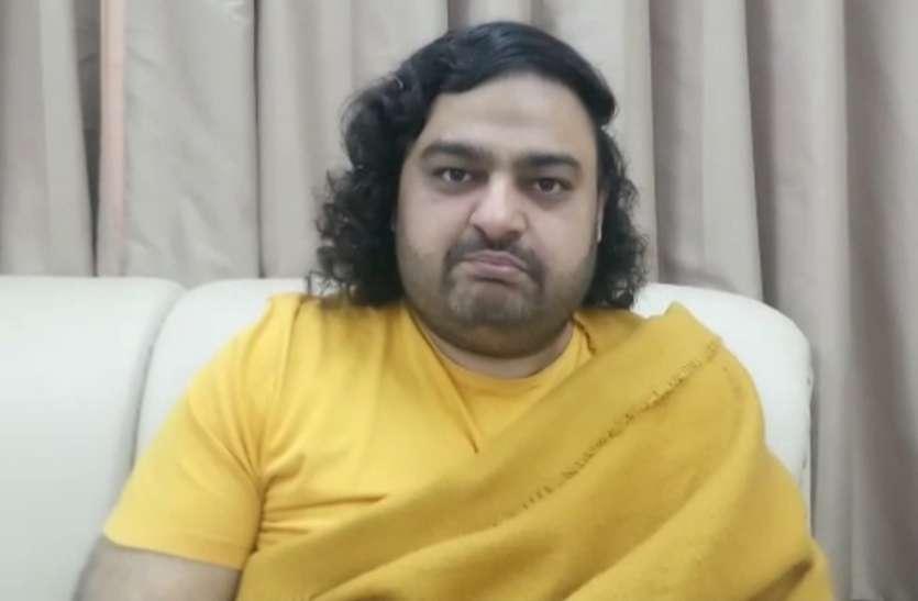 रिंकू शर्मा हत्याकांड: केजरीवाल सरकार पर बरसे स्वामी दीपांकर, बोले- सीएम योगी को मिस कर रहा हूं