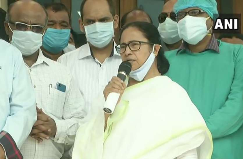 ममता ने बम धमाके में घायल मंत्री जाकिर हुसैन से की मुलाकात, घायलों को पांच लाख का मिलेगा मुआवजा