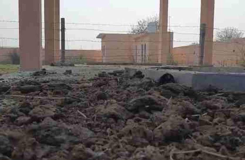 शर्मनाक! श्मशान को तारबंदी कर अगड़ी-पिछड़ी जातियों में बांटा, सोशल मीडिया पर वायरल हुई तस्वीर