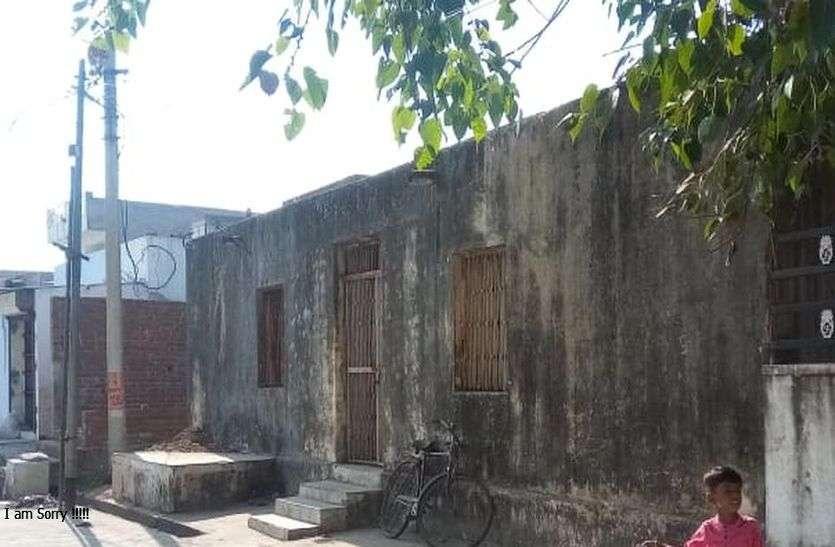 ABUROAD : शहर की आधे से अधिक आबादी वाले गांधीनगर में जर्जर हाल सामुदायिक भवन