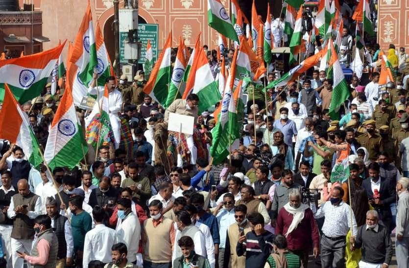 कांग्रेस के पैदल मार्च में उड़ी कोरोना गाइडलाइन की धज्जियां, जगह-जगह लगा जाम, जनता रही परेशान