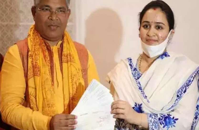 अपर्णा यादव ने राम मंदिर निर्माण के लिए चेक से दिए 11.11 लाख रुपए का दान