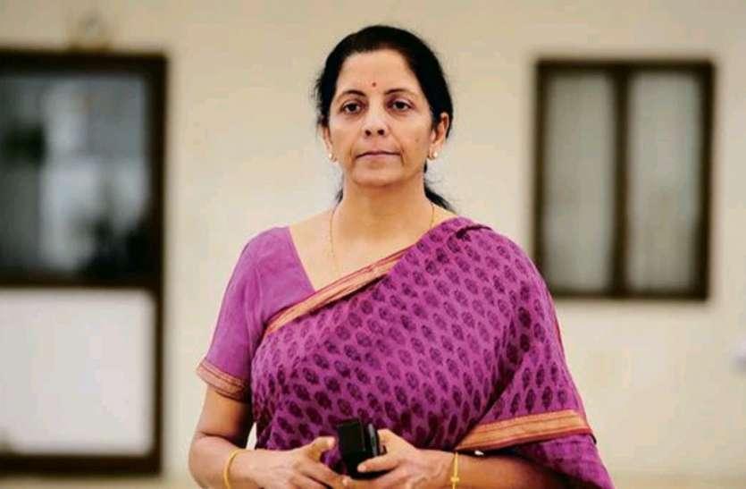 पेट्रोल की बढ़ती कीमतों पर वित्त मंत्री निर्मला सीतारमण का बयान, कहा- दुविधा की है स्थिति
