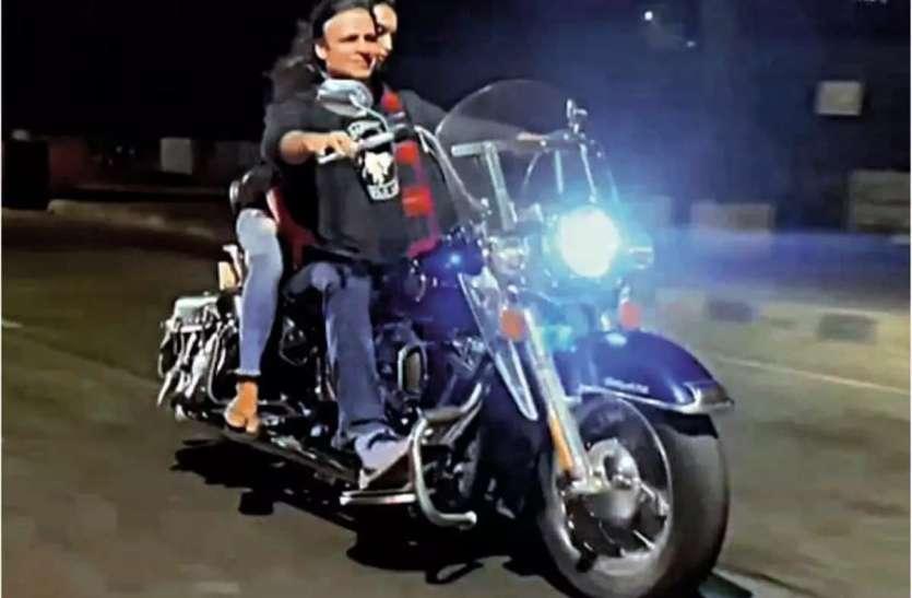 बाइक चलाना Vivek Oberoi को पड़ा महंगा, हेलमेट और मास्क ना पहने पर मुंबई पुलिस ने काटा चालान