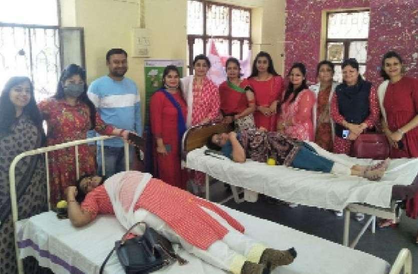 महिलाओं में दिखा उत्साह, 55 यूनिट रक्तदान