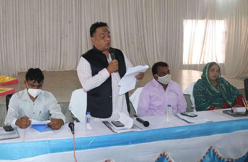 बांसवाड़ा नगर परिषद बोर्ड की बैठक : भाजपा व कांग्रेस के पार्षदों में जमकर बहस, सभापति ने पेश किया 104.45 करोड़ का बजट