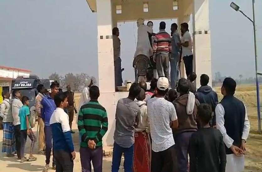 अराजकतत्वोें ने तोड़ी अंबेडकर प्रतिमा, ग्रामीणों का फूटा गुस्सा
