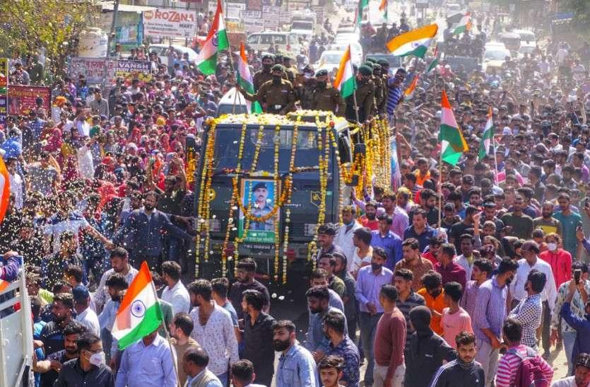शहादत को सलाम करने उठे हजारों हाथ, निवारू कस्बा रहा बंद, हिंदुस्तान जिंदाबाद के नारे गूंजायमान